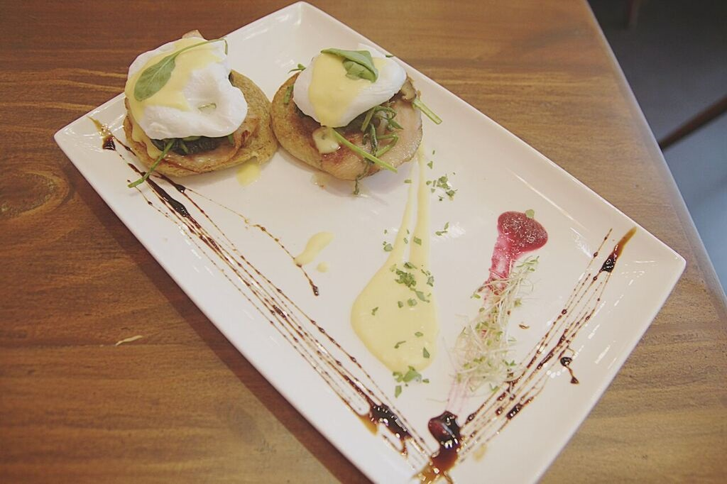 Cafe Creole Eggs Benedict Royale
